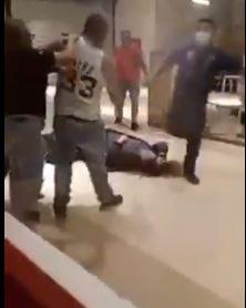 pelea en centro comercial